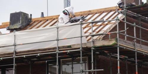 Wetsvoorstel 'verbod asbestdaken per 2025' gesneuveld na stemming in Eerste Kamer