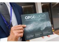 Inspectie SZW ontvangt eerste exemplaar 'Opgelucht'